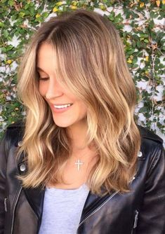 48 Best Medium Length Honey Blonde Haircuts in 2018. Do you have medium length and looking for best hair colors or styling techniques to show off right now. We suggest you to visit here for amazing shades of honey blonde hair colors for medium and shoulder length haircuts in 2018. You know medium haircuts are easy to create for women who have busy schedules.