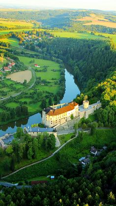 Český Šternberk Castle and Sázave river - Czech Republic Beautiful Castles, Beautiful World, Paradise Pictures, Prague Czech Republic, Country Landscaping, Beautiful Places To Travel, City Landscape, Countries Of The World, Holiday Travel