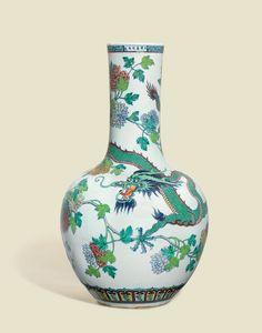 A large and impressivedoucai'Dragon and Phoenix' bottle vase, Qianlong period (1736-1795)