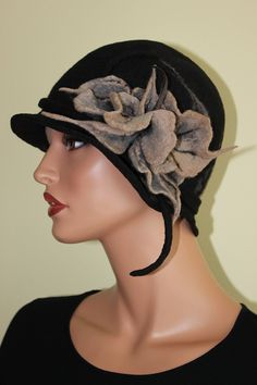 Felt hat with flower