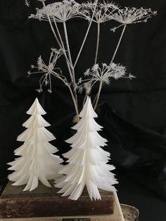 Diy Snowflake Decorations, Christmas Decorations, Christmas Crafts, Xmas, Christmas Tree, Diy Paper, Paper Crafts, Snow Flakes Diy, Mirror Wall Art
