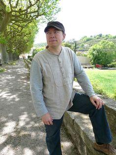 Une chemise Burda du magazine de décembre 2012. Plus de photos sur mon blog: http://lescreationsdecaroscrap.blogspot.fr/2014/04/perle-de-nacre-plantain-tunique-drapee.html