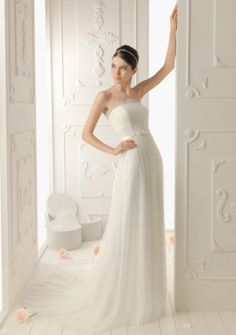 Sheath/ Column Strapless Court Train in Tulle Wedding Dress