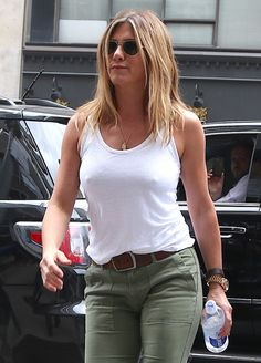 Risultato immagine per New Jennifer Aniston Jennifer Aniston Bob, Jeniffer Aniston, Jennifer Aniston Pictures, Justin Theroux, Celebs, Celebrities, Sexy Outfits, Business Women, Beautiful People