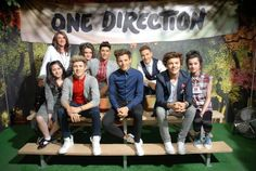 Tricia,Doniya,Waliyha and Safaa with One Direction Wax Figure. One Direction, Shes Amazing, Mom And Sister, First Love, My Love, Forever Love, Cool Names, Zayn Malik, Change My Life