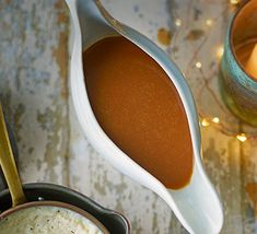 Serve this vegetarian gravy as is, or use it as a base for a turkey gravy. If you don't have any madeira, swap it out for the same quantity of dry sherry Beef Gravy, Onion Gravy, Turkey Gravy, Roasted Turkey, Roasted Chicken, Make Ahead Gravy, Vegetarian Gravy, Bangers And Mash, Roasting Tins