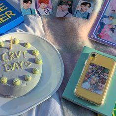 Kpop Aesthetic, Aesthetic Food, Kpop Diy, Desk Inspo, Cute Journals, Kpop Merch, How To Get Warm, Diy Phone Case, Cloud 9