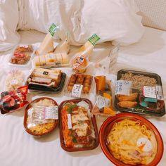 find me: ! Cute Food, I Love Food, Yummy Food, K Food, Food Goals, Aesthetic Food, Korean Food, Japanese Food, Food Pictures