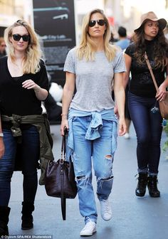 Bar Refaeli in baggy ripped jeans Bar Refaeli, Ripped Denim, All Fashion, Milan, Mom Jeans, Chic, Model, Pants, Shirts