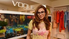 If you have an oblong face like Eva Mendes, look for glasses that have curved edges to offset the angularity of your face.