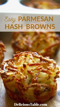 Muffin Tin Recipes 17828 Easy BAKED Parmesan Hash Browns (Parmesan Baked Hash Browns) in muffin tins. This parmesan hash browns recipe will give you crispy golden edges and soft centers. Makes a great breakfast or brunch. Easy Brunch Recipes, Gourmet Recipes, Baking Recipes, Vegetarian Brunch Recipes, Milk Recipes, Hash Browns, Cheese Burger, Tapas, Muffin Tin Recipes