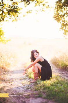 Kansas City Senior Photographer Sharaya Mauck Photography offering Kansas City Portraits for Kansas City Seniors: Senior Girl, Senior Photos Senior Photos Girls, Senior Girl Poses, Senior Girls, Senior Portraits, Senior Session, Young Girl Photography, Country Girl Photography, Senior Photography, Kansas City