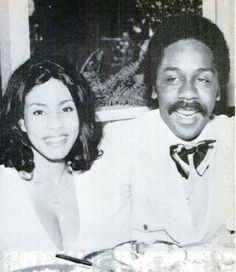 Demond Wilson (Lamont) and his wife former model Cicely Johnston, got married in 1972 and are still married today, 43yrs! Demond and his wife Cicely have 6 children together 