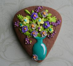 Cookie Artisan - Flower vase cookie made from candy corn cutter
