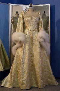 elizabethan wedding dress