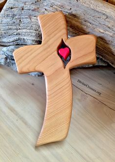 First Love - Cross Wooden Crosses, Crosses Decor, Wall Crosses, Easy Woodworking Projects, Wood Projects, Wall Clock Sticker, Wood Craft Patterns, Rustic Cross, Wood Carving Designs