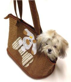 molde bolsa para carregar cachorro - Pesquisa Google Dog Carrier Purse, Dog Purse, Puppy Day, Pet Bag, Dog Clothes Patterns, Dog Items, Dog Wear, Pet Costumes, Dog Sweaters