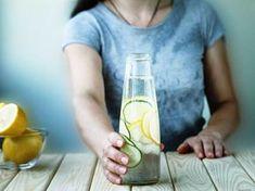 Voda s citronem. Aby vám pomohla, musíte ji pít správně