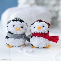 Sewing Toys pom pom penguin ornaments - These pom pom penguins are irresistibly adorable! So simple and fun to make. This is a great project for even the youngest of crafters. Christmas Pom Pom Crafts, Cute Crafts, Craft Stick Crafts, Yarn Crafts, Easter Crafts, Holiday Crafts, Christmas Crafts, Christmas Ornaments, Preschool Crafts