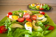 Салат с авокадо, с помидорами черри и со шпинатом - витаминный весенний салат, насыщенный вкусом и красками, подойдет, как в будний день, так и на праздник.