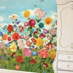 Fantastiska tapeten Wild Flowerland från PiP Studio gör en alldeles lycklig.  #tapet #tapetinspiration #väggbild #wallpower3 #wildflowerland #pipstudio #systerlycklig