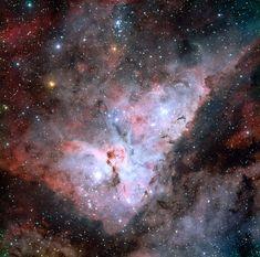 El 'Very Large Telescope' (VLT) del Observatorio Austral Europeo (ESO) ha captado la imagen más precisa obtenida hasta el momento de la Nebulosa de Carina, una 'incubadora' de nuevas estrellas. Muc...