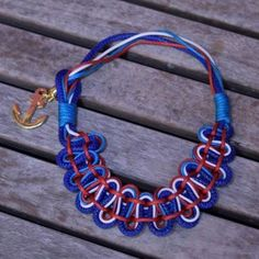 Wear the nautical trend with this charming macrame necklace in red, white & blue with a golden anchor!