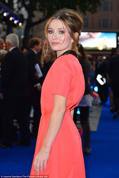 Tom Hardy's wife Charlotte Riley pregnant at Legend premiere #dailymail