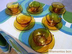 Tazas de café con leche duralex ambar años 70 por Mementosbcn