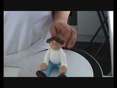 Making hair for a sugar paste figure