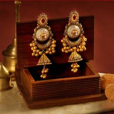 Designer jhumkas with enamelling from Mughal period along with gold ghungroos. Antique Jewellery Designs, Fancy Jewellery, Indian Gold Jewellery, Jewelry Design Earrings, Gold Earrings Designs, Jhumka Designs, Gold Bangles Design, Gold Jewellery Design, Real Gold Jewelry