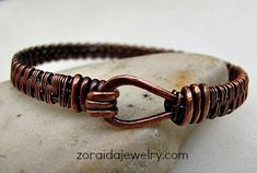 Jewelry Making Bracelets Fist bracelet with patina by Zoraida - Free jewelry tutorials, plus a friendly community sharing creative ideas for making and selling jewelry. Wire Wrapped Bracelet, Copper Bracelet, Copper Jewelry, Wire Jewelry, Jewelry Crafts, Jewelery, Handmade Jewelry, Copper Wire, Wire Earrings