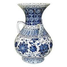 İznik Vakıf Çinileri Ceramic Plates, Ceramic Art, Quartz Tiles, Blue Pottery, Turkish Tiles, Oil Lamps, China Porcelain, Earthenware, Chinoiserie