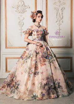 運命のウエディングドレス探しならフィーノへ。桂由美をはじめ人気のブランドドレスが満載です。 クラシカルなウエディングドレスからカラードレス、和装、タキシード、参列者様の衣裳も。あなたにぴったりのドレスがきっと見つかるはず。 Royal Dresses, Ball Dresses, Evening Dresses, Prom Dresses, Elegant Dresses, Pretty Dresses, Vintage Dresses, Fantasy Gowns, Fairytale Dress