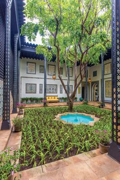 Doris Duke's Shangri La, tours Wed - Sat 9am, 10:30am, 1:30pm, tix must be purchased in advance: http://www.shangrilahawaii.org/visit/guided-tour2/