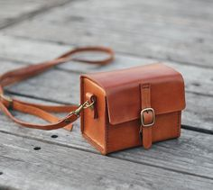 Classy Hand Stitched Tan caramel Leather Camera Case - The Earthy Handmade - Camera Bags & Camera Cases - Thick Leather, Natural Leather, Brown Leather, Leather Camera Bag, Leather Case, Leather Totes, Journal En Cuir, Leder Outfits, Camera Case