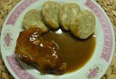 Jak uvařit cibulovo-pivní omáčku s vepřovým masem | recept Czech Recipes, Ethnic Recipes, Baked Potato, Stew, Sausage, Potatoes, Chicken, Baking, Breakfast