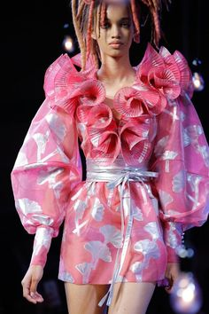 Marc Jacobs Spring 2017 Ready-to-Wear Fashion Show Details Source by Fashion outfits Vogue Fashion, Fashion Week, Fashion 2017, Couture Fashion, Fashion Art, Runway Fashion, Spring Fashion, High Fashion, Fashion Show