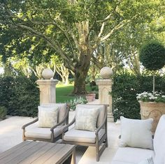 Outdoor furniture collections - A Fabulous French Farmhouse – Outdoor furniture collections Outdoor Seating, Outdoor Rooms, Outdoor Dining, Outdoor Gardens, Outdoor Decor, Dining Table, Outdoor Sheds, Outdoor Projects, Outdoor Lighting
