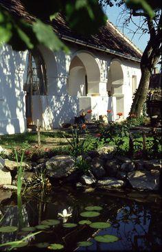 Szentbékkálla - tervező: Mérmű Építész Stúdió Spanish Colonial, Budapest Hungary, Cottage Homes, Dream Garden, Countryside, Gazebo, Houses, Outdoor Structures, Landscape