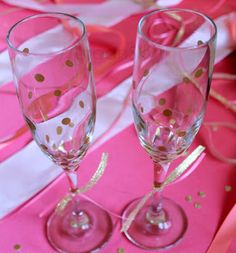 DIY, Kate Spade inspired, gold confetti champagne flutes for the mimosas Champagne Wedding Favors, Best Wedding Favors, Wedding Games, Champagne Flutes, Rustic Place Cards, Kate Spade Party, Party Favors For Adults, Bachlorette Party, Bridal Shower Games
