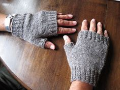 Eloquence - a free pattern for mittens and fingerless gloves