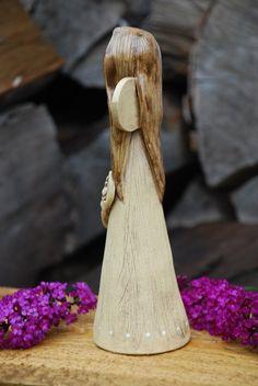 Keramický andílek se srdcem / Zboží prodejce malina11 | Fler.cz Pottery Angels, Fondant Decorations, Clay Crafts, Clay Art, Creta, Carving, Chainsaw, Dragonflies, Fairies