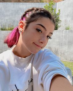 Hair Streaks, Hair Highlights, Hair Color Purple, Brown Hair Colors, Beautiful Girl Image, The Most Beautiful Girl, Short Grunge Hair, Belle Silhouette, Tumbrl Girls