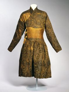 Caftan sewn from a lampas-woven textile, silk with gilded lamella of animal substrate  Eastern Islamic world or China; 1st half of 14th century  David Collection