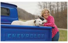 TRISHA YEARWOOD LAUNCHES THE TRISHA YEARWOOD PET COLLECTION Top Country Songs, Country Music News, Country Music Stars, Country Singers, Trisha Yearwood, Beauty Makeup, Product Launch, Pets, Collection
