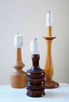 Gamla lampfötter av trä blir roliga ljusstakar. Klipp av sladden och vira folie runt ljuset så att det står stadigt. Klart!