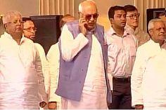 27 मई यानि शुक्रवार को पश्चिम बंगाल की मुख्यमंत्री ममता बनर्जी के शपथ ग्रहण समारोह में आए जम्मू-कश्मीर के पूर्व मुख्यमंत्री फारुख अब्दुल्ला ने राष्ट्रगान का अपमान किया। फारुख अब्दुल्ला उस वक्त फोन पर बात कर रहे थे जब सारे नेता राष्ट्रगान में शामिल थे। शपथ ग्रहण समारोह में मौजूद सभी नेता फारुख अब्दुल्ला के …SHARE ON :