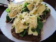 Zdravý štart do nového dňa - syrové chlebíky so špenátom a klíčkami
