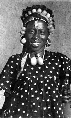 Africa | Fulani woman.  Mali.  ca. 1955 || Vintage postcard; Collection Gil.  No. 28